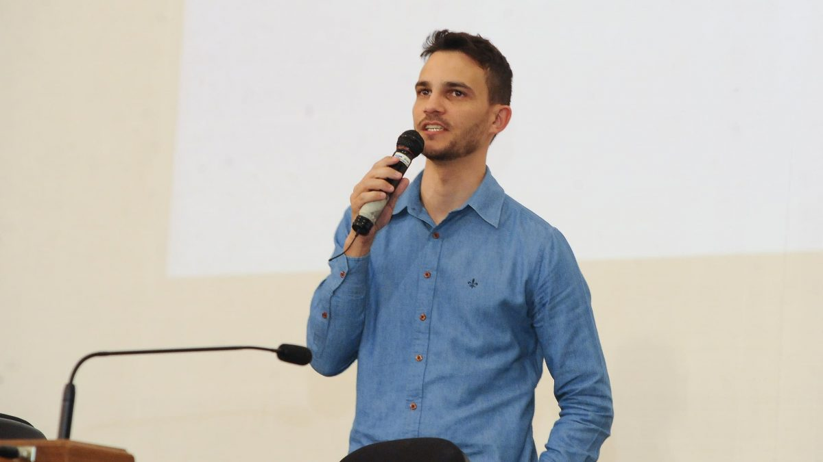 imparare a parlare in pubblico davanti a un microfono